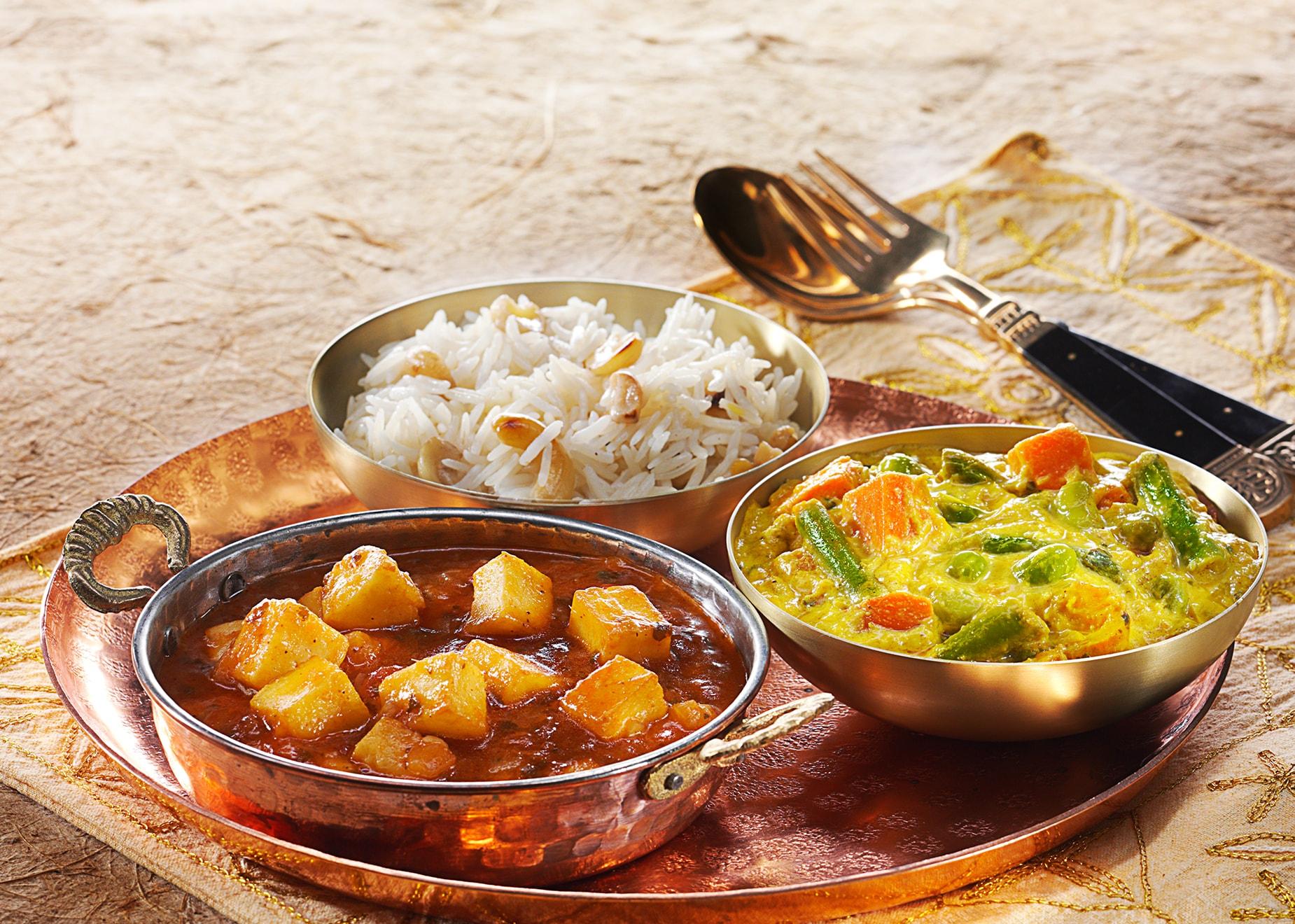 Khatta Meetha Paneer und Gemüse-Korma mit Basmati-Reis